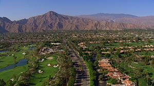 沙漠中的小城棕榈泉市(加利福尼亚州,美国)