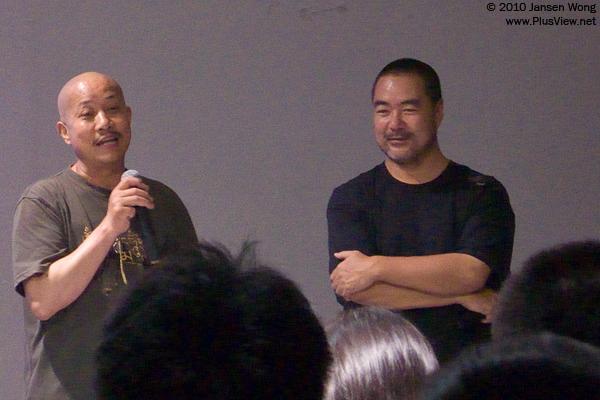 杨延康(左)与影片摄像师牛子在与观众交流