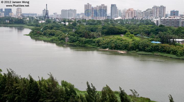 华侨城湿地北湖的中段