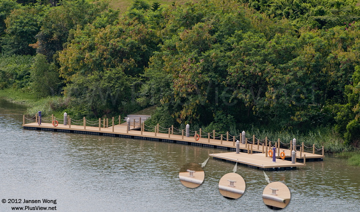 华侨城湿地北湖的北岸中部的游艇码头