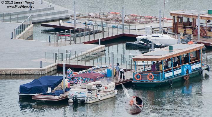 游船回到欢乐海岸心湖狂欢广场码头