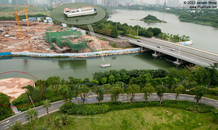 """来自欢乐海岸南湖的游艇正准备通过白石路桥底,开往华侨城湿地北湖,左下角的圆形平台(红圈所示)应该是""""华会所""""修建中的直升机停机坪"""