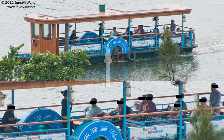 大型游船航行到华侨城湿地白石路桥的北面